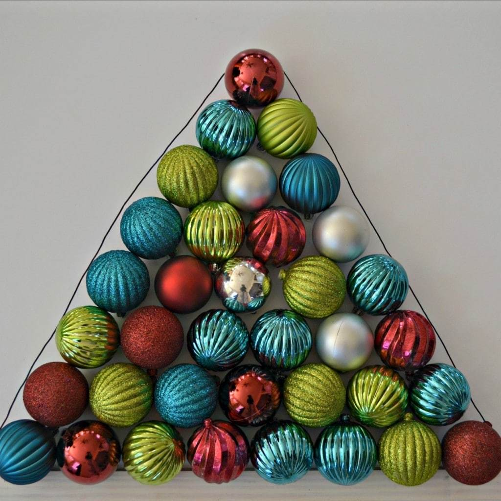 How to make a Christmas ornament wreath that is shaped like a Christmas tree
