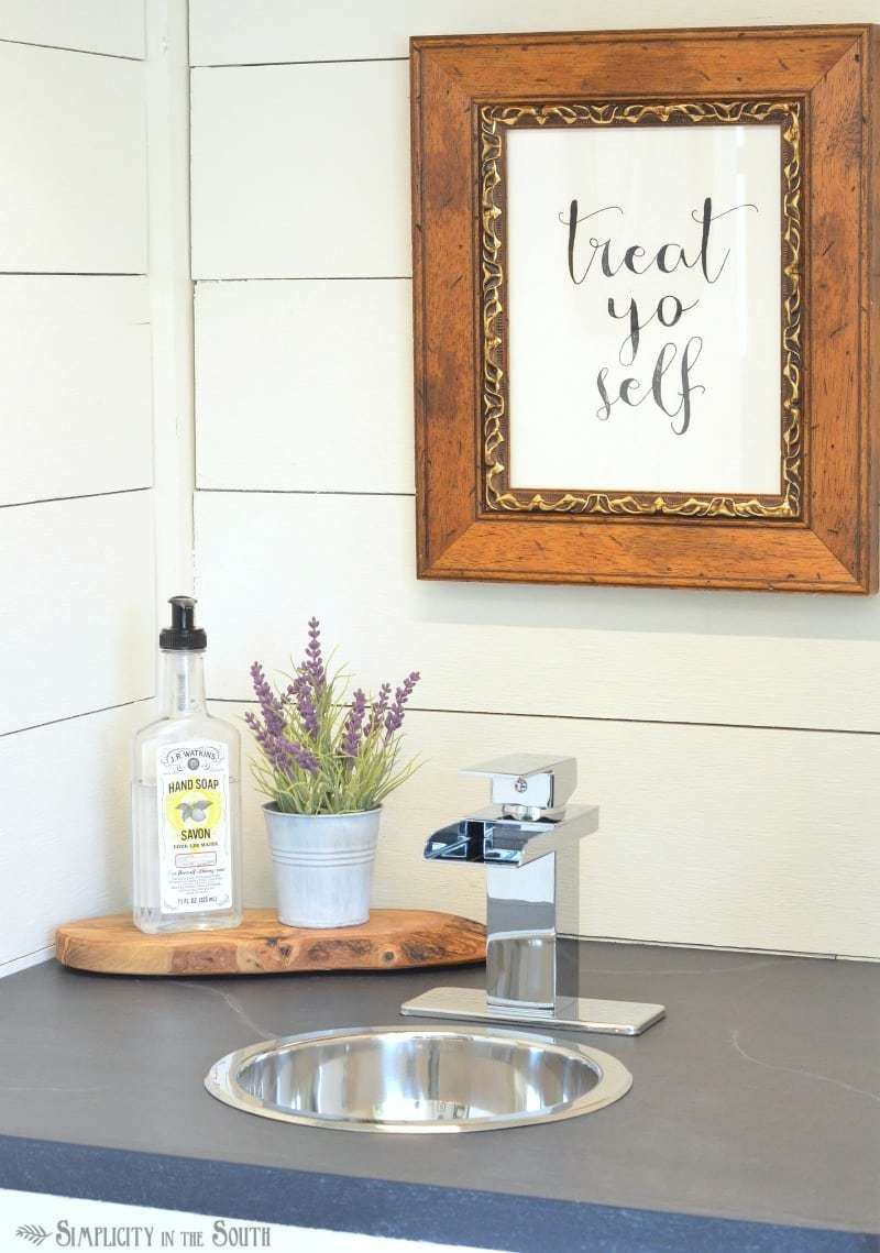 How to make your countertops look like soapstone using paint. Guest cottage kitchenette with faux soapstone countertop