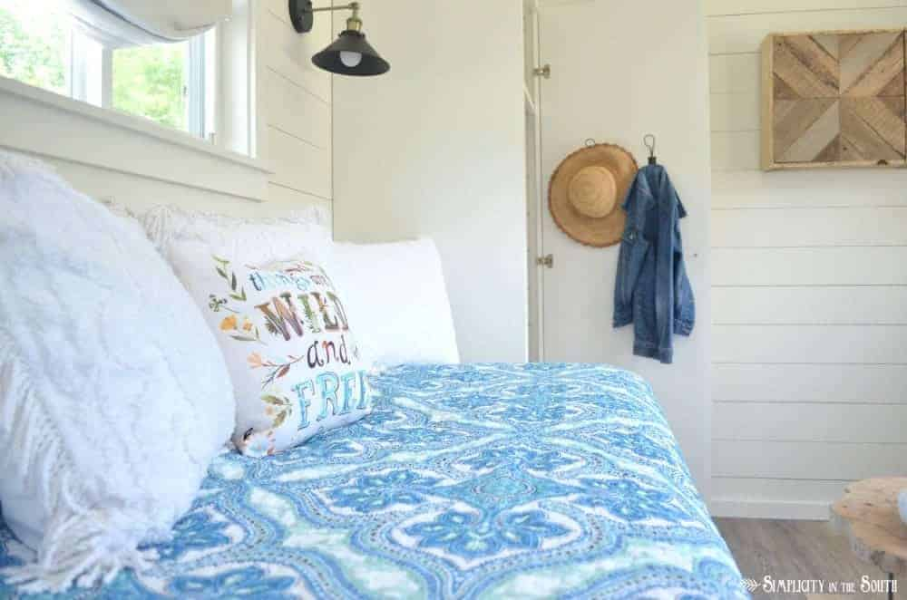 The cottage guest shed reveal medallion blue quilt