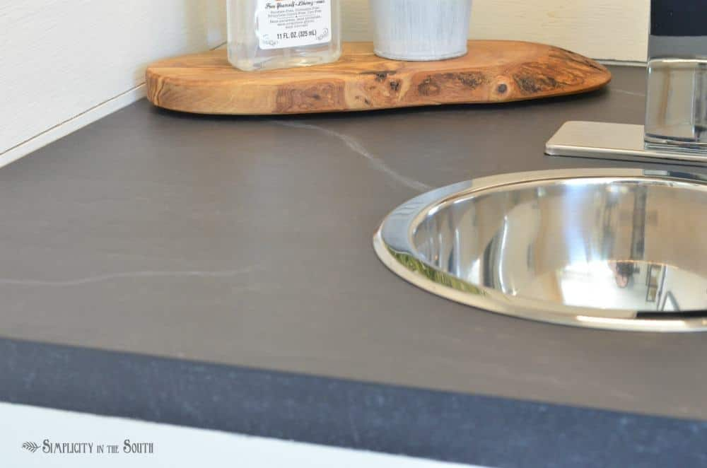 paint technique to make your countertops look like soapstone