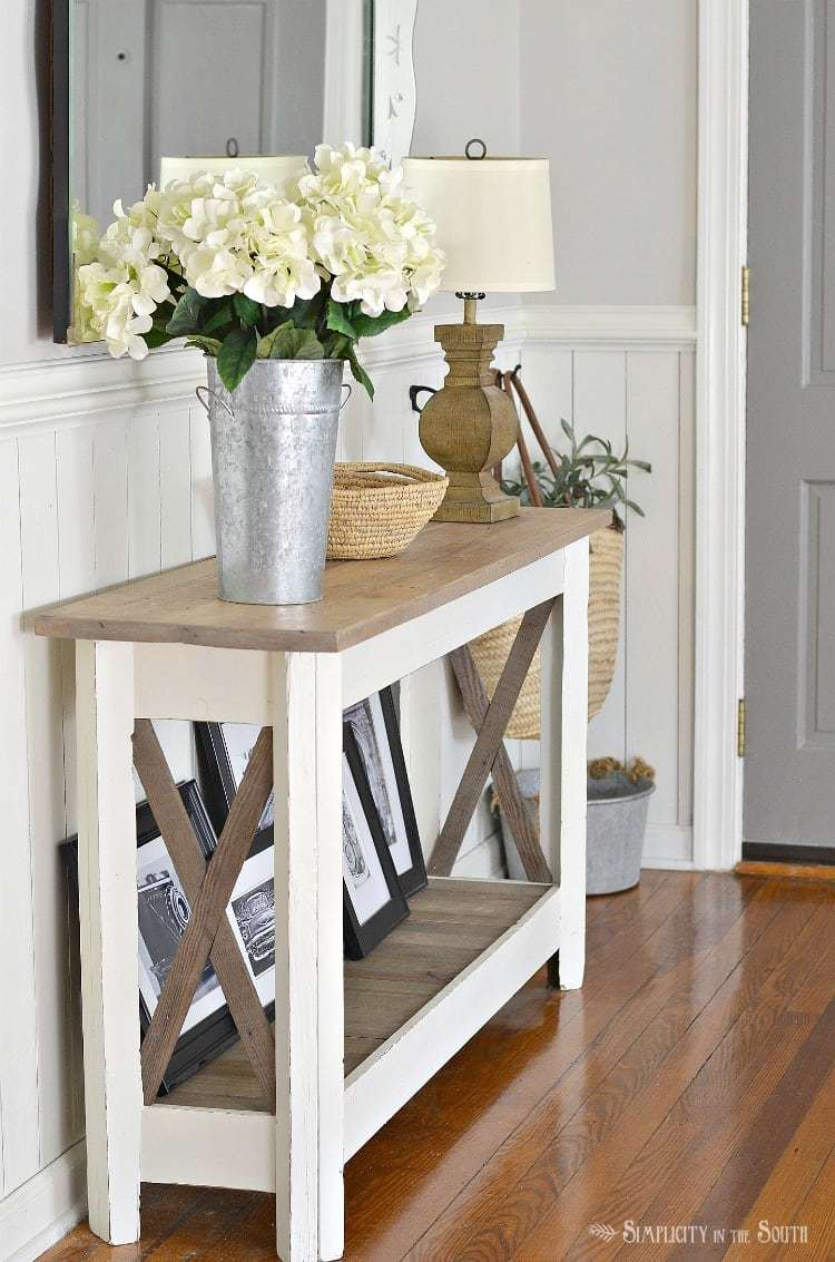 Easy ideas for summer decor on the entryway table