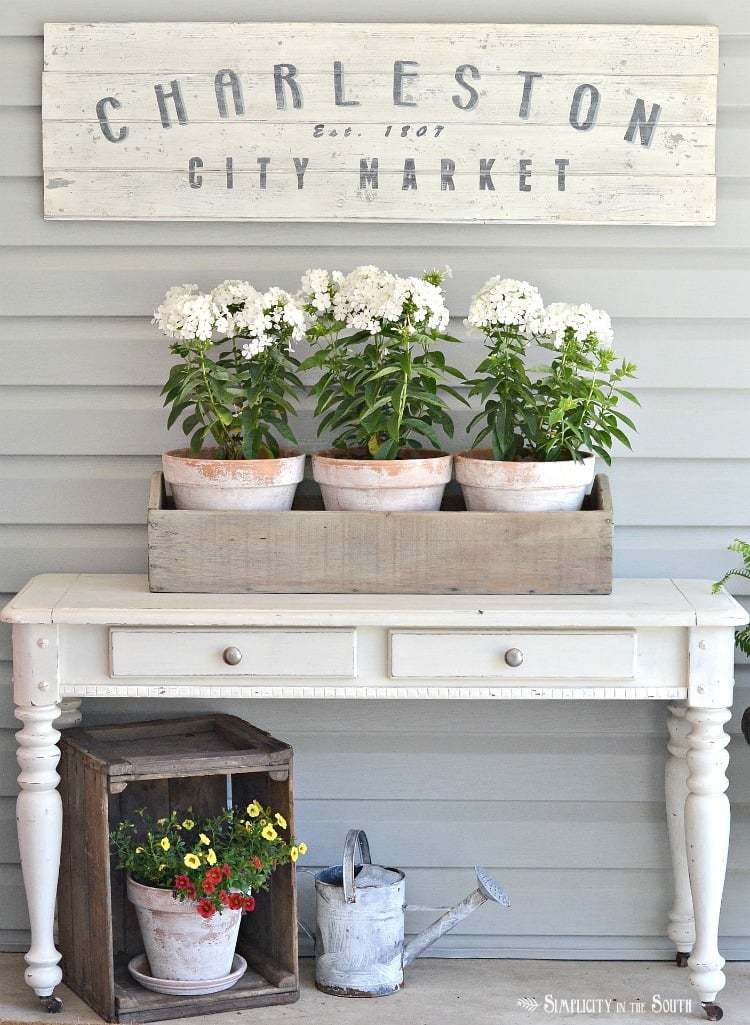 Ideas for decorating the front porch for the warmer weather months