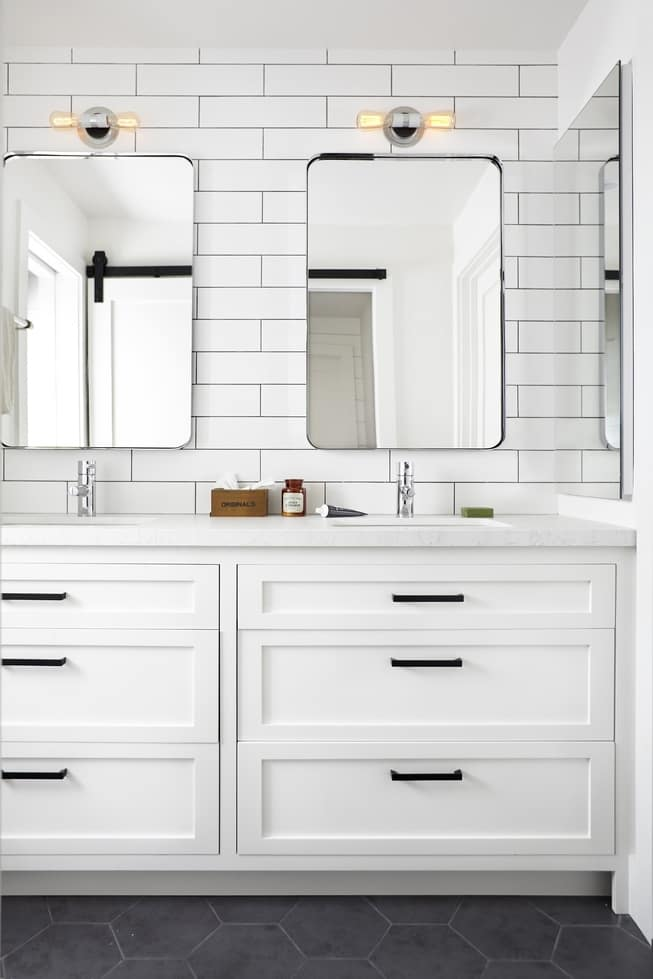 modern farmhouse bathroom via the Decorist